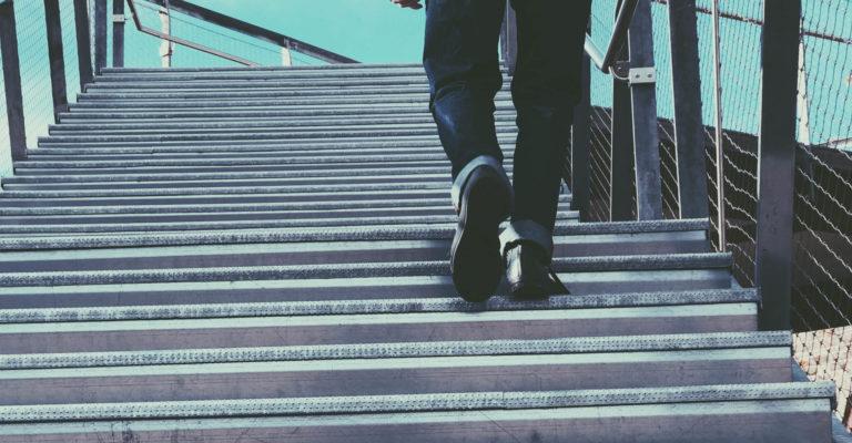 Treppe aufsteigen